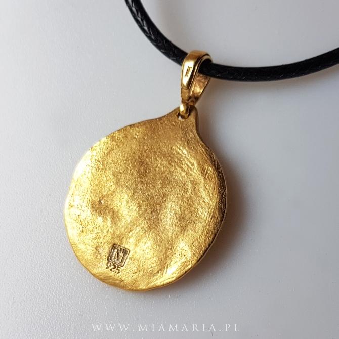Grawer z tyłu medalionu